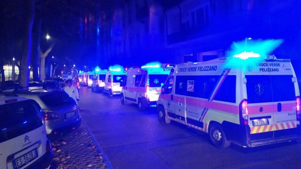 ambulanze in coda notturna